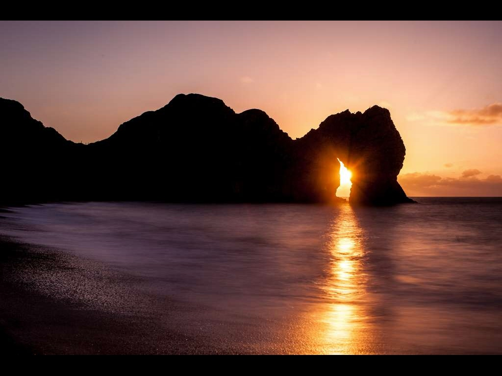 sun-rising-through-durdle-door-jpg