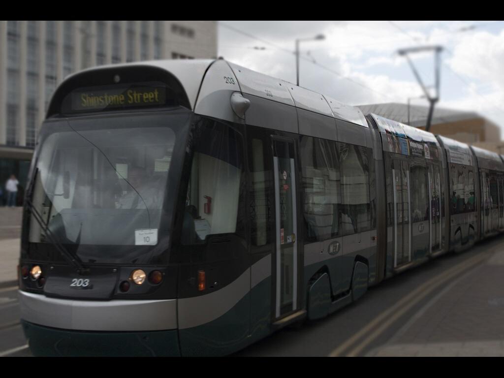 025_public-transport_stoplooklisten-jpg